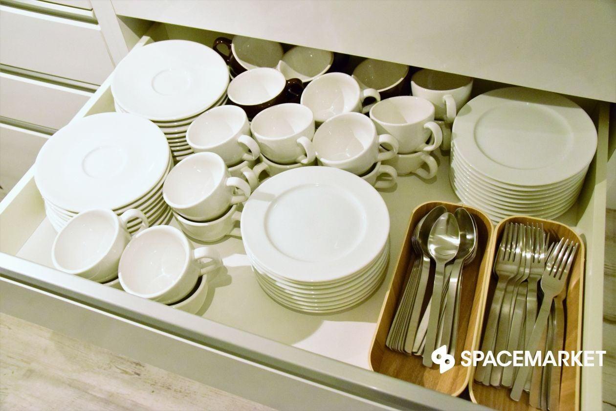 銀座でアクセス便利!レイアウトも自由自在!充実キッチンあり!白を基調としたシンプルなスペース のサムネイル