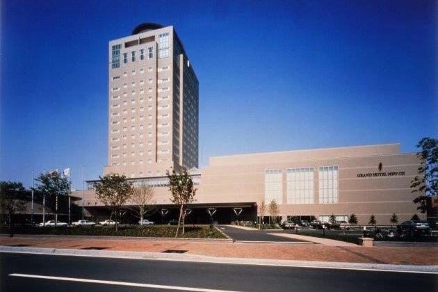 1300㎡の大宴会場「グランドホール全面」 道南最大級のボールルームを使ってイベントをしませんか の写真