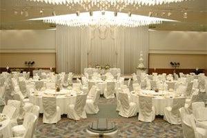 623㎡の大宴会場「グランドホール南」各種セミナー、社員会、講演会などに最適な規模です。 の写真