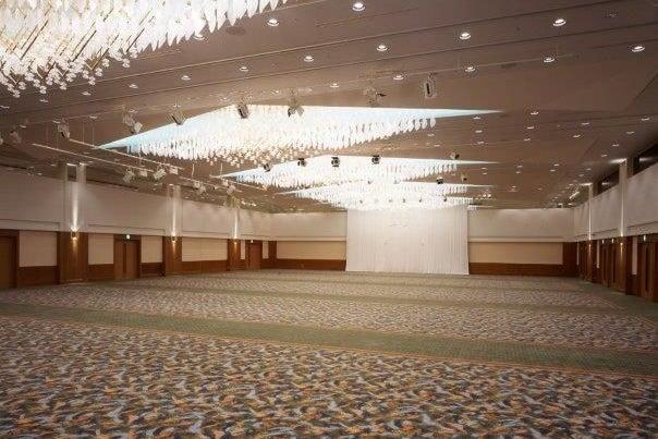 847㎡の大宴会場 社員会からイベントまで様々な用途で利用できる グランドホール 2/3 の写真