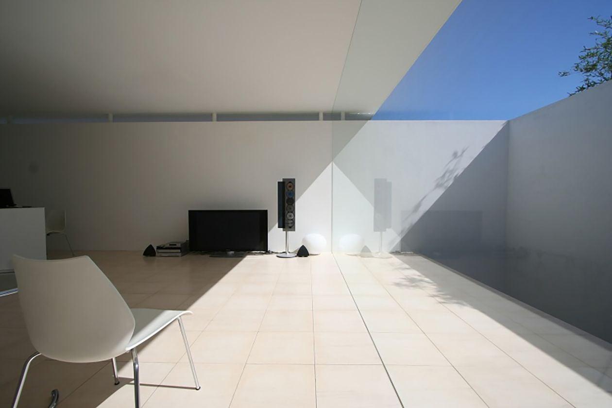 【西宮 苦楽園】大きな窓から光が差し込む。洗練されたモダン空間での写真撮影。(studio Luu) の写真0