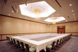 119㎡の宴会場「桔梗」 会議からイベント、パーティーまで様々な用途で利用できる  の写真