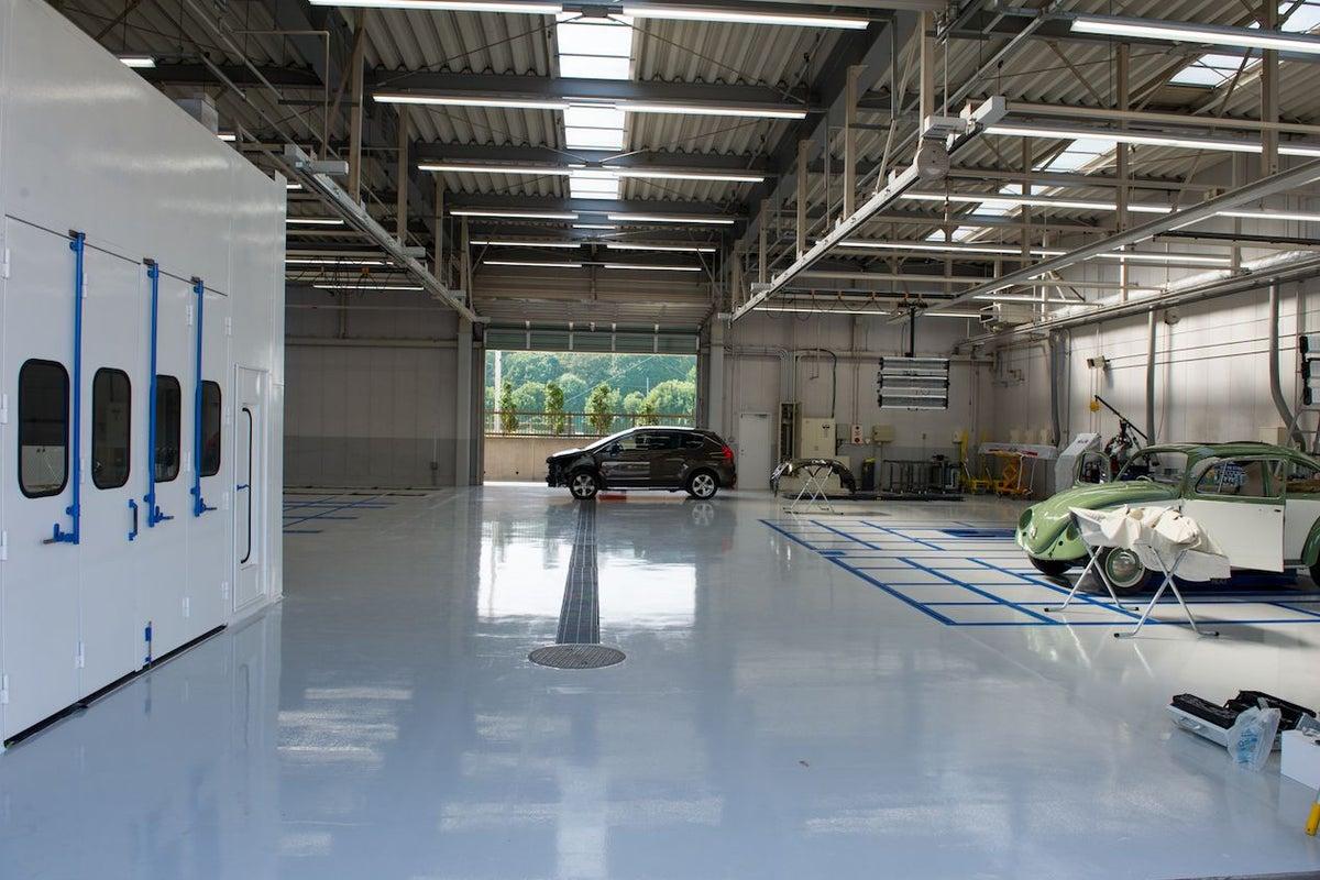 オールインワン型の国家指定自動車整備工場「トップランク オートテクニカルベース」【1階部分貸出】 の写真