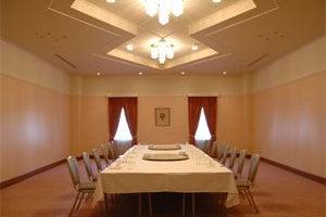 82.5㎡の宴会場「鈴蘭」 小パーティーから会議、イベントまで様々な用途で利用できる  の写真