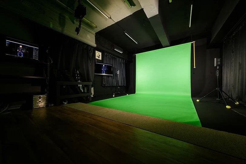 【アイスタ名古屋】クロマキーシステム導入の本格派合成スタジオ の写真