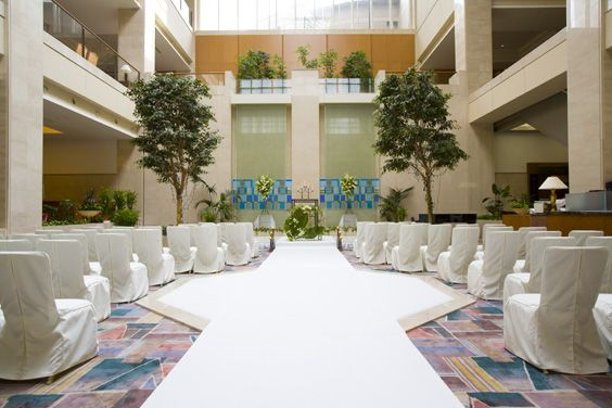 広々したホテルのアトリウムロビーを使ってイベントをしよう の写真