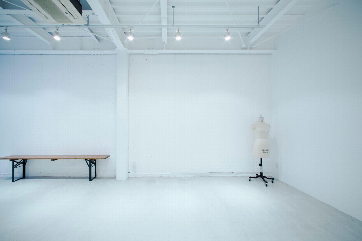 大阪中崎町にひっそりとたたずむ真っ白な空間 のサムネイル