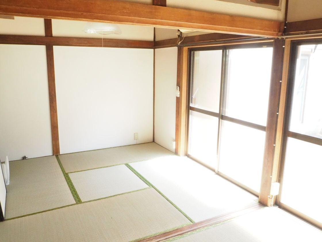広間の和室(4.5帖)側