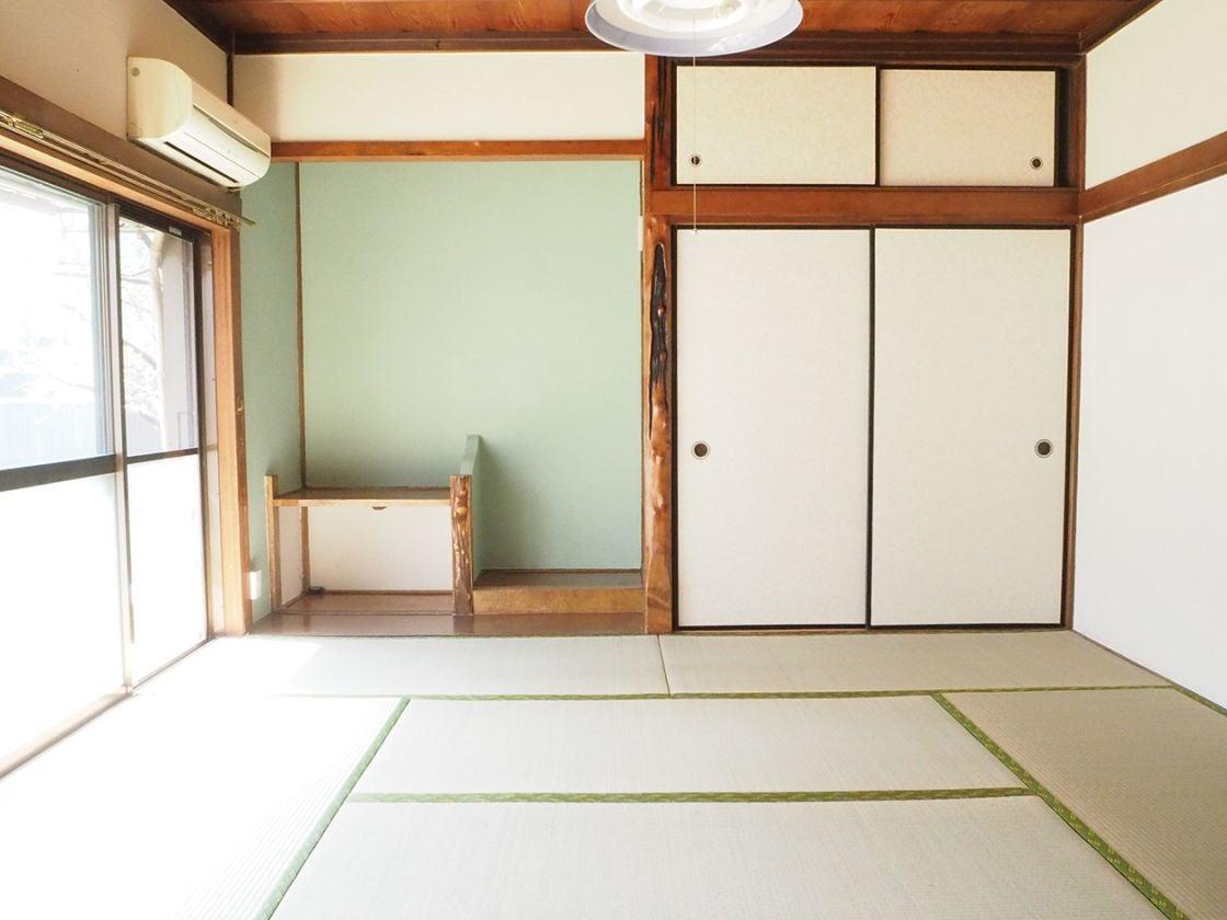 広間の和室(8帖)側