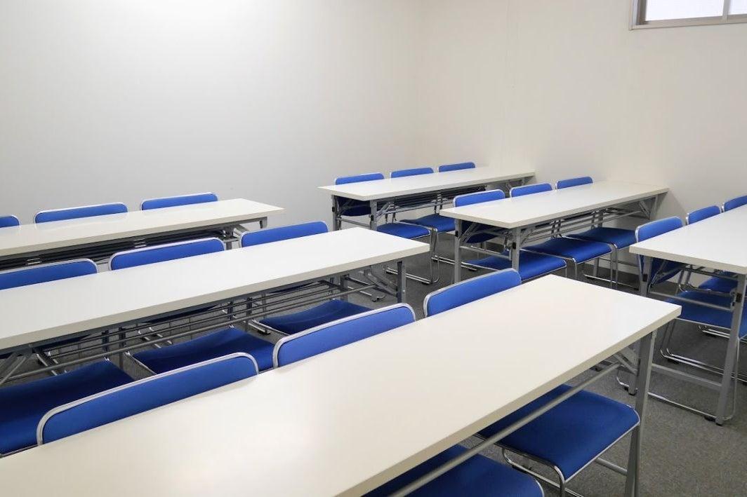 【大宮】落ち着いた雰囲気で集中できる!清潔感のある中会議室(18名様) の写真