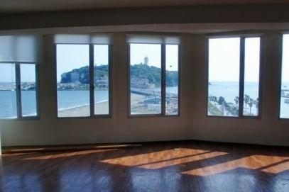江ノ島の海が一望できるレンタルスペース パーティーやイベント、レッスンなどに 3F大ホール の写真