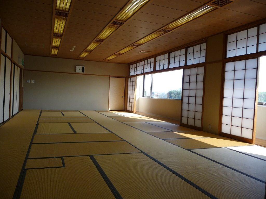 古き良き日本の文化を最大限感じれる大規模畳スペース。研修にも最適の広さ(美濃加茂市文化会館) の写真0