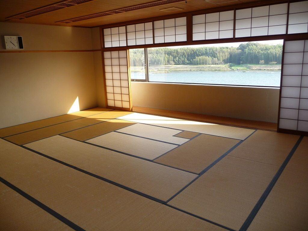 古き良き日本を感じれる小規模畳スペース。木洩れ陽を感じながら風流ある一時を。(美濃加茂市文化会館) の写真0