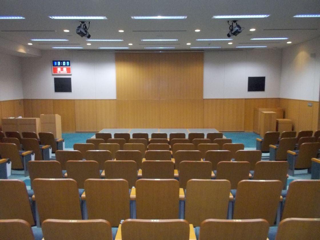 【緑のホール】固定イス120席設置の高級感あふれる小ホール 発表会・研修会に最適(美濃加茂市役所 みのかも文化の森) の写真0