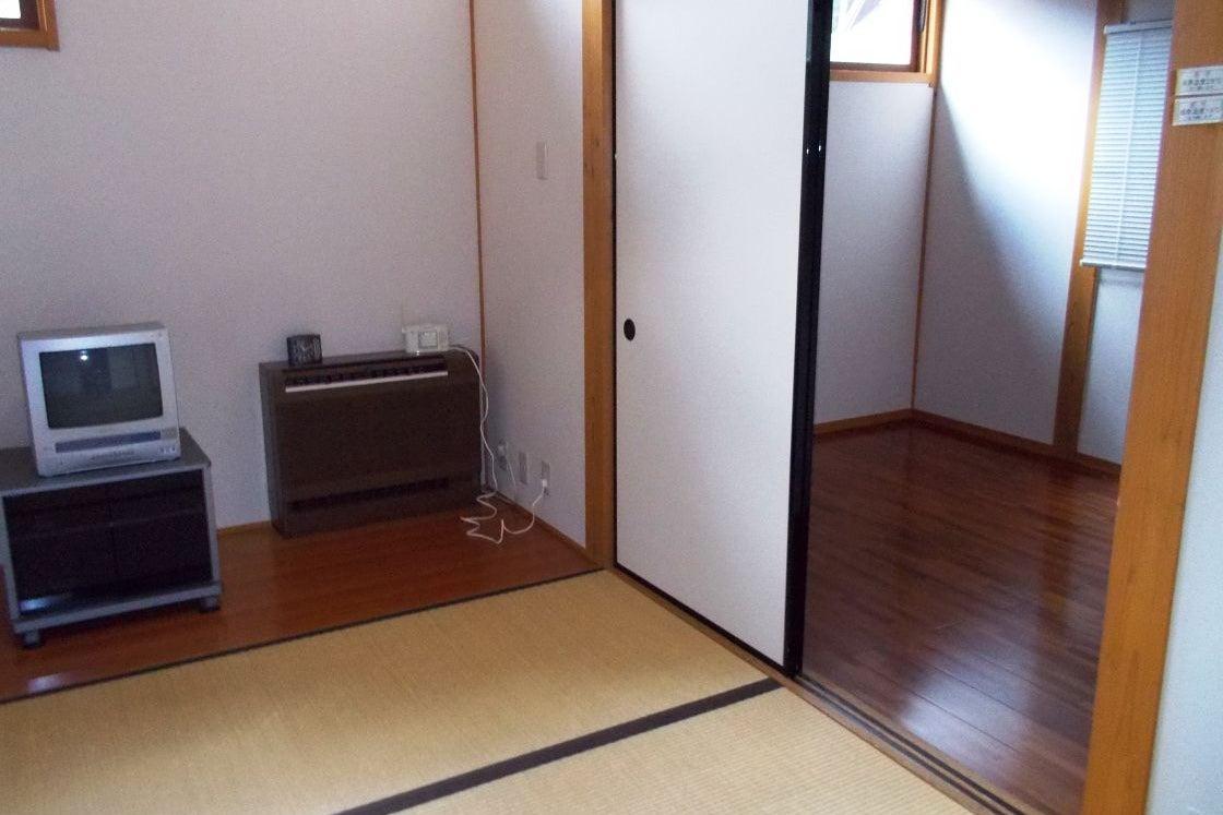 【アトリエ棟】宿泊可 アーティスト達が作品制作に集中できるよう設けらた空間。是非ゆったりとした空間でお楽しみ下さい。 の写真