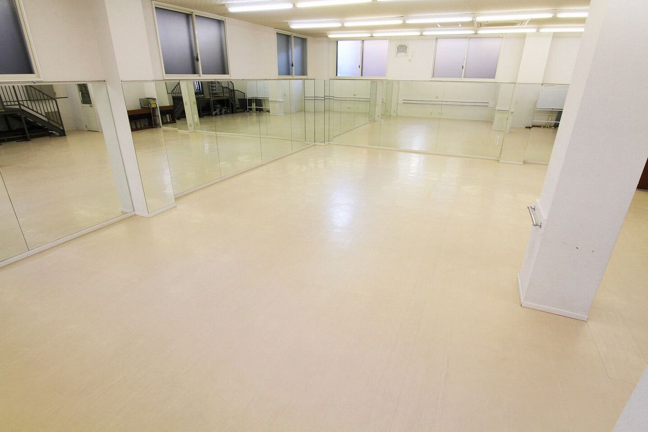 【平塚駅 徒歩1分】D室-ダンス ヨガ バレー チアダンス  最大30名 天高3メートル 全長10メートルの鏡あり(三島カルチャー貸スペース) の写真0