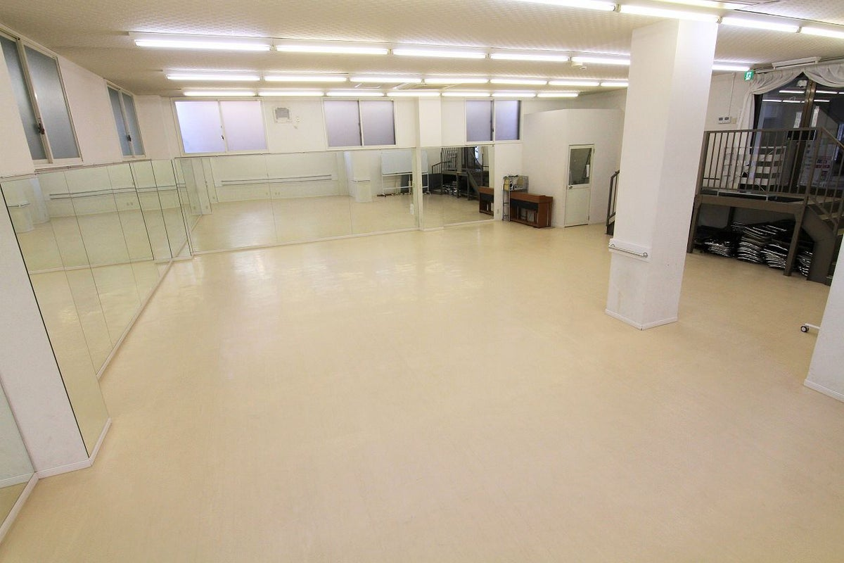 【平塚駅 徒歩1分】D室-ダンス ヨガ バレー チアダンス  最大30名 天高3メートル 全長10メートルの鏡あり の写真