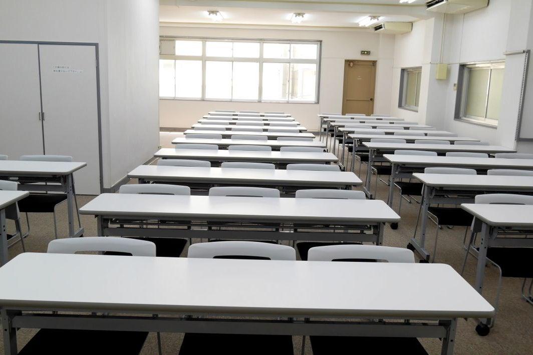 【飯田橋】使い勝手バツグンのクラシックな雰囲気の会議室/4階大会議室B の写真