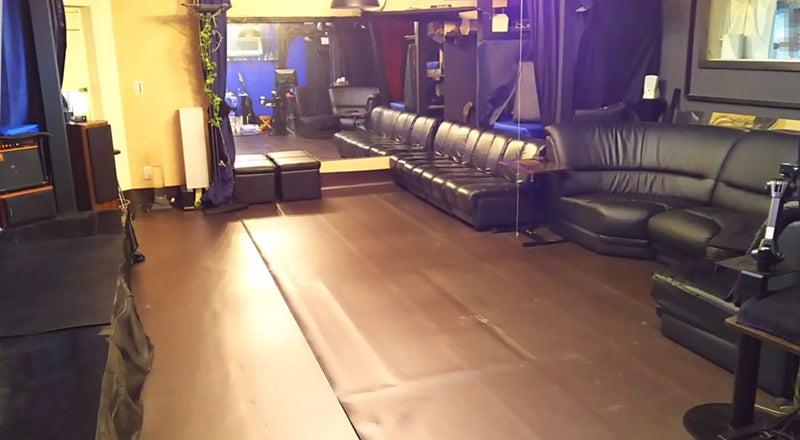 スタジオルーム 大きなスクリーン・鏡有り キッチンオプション