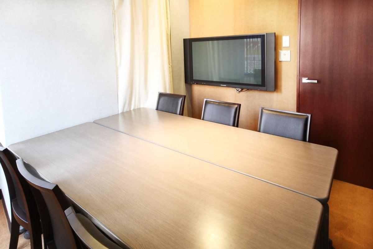 四谷駅から1分!/6名収容!商談や面接・面談にぴったり。上品な貸会議室/会議室A の写真