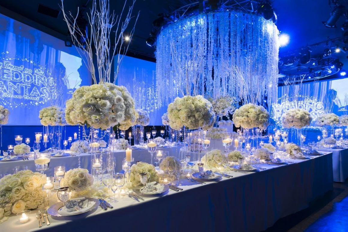 水をテーマにした豪華な結婚式場を貸し切ってイベントやパーティーなどに の写真