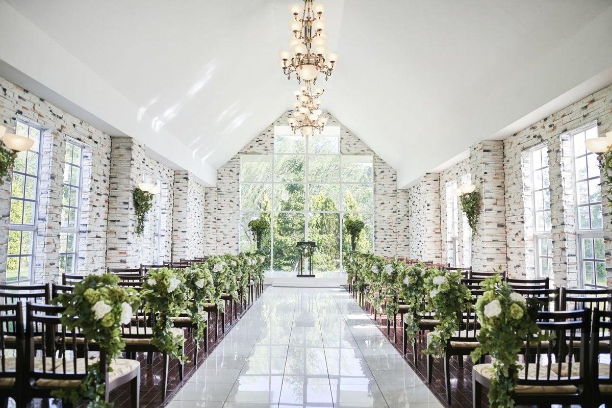 お城のような豪華な内装の結婚式場をまるごと貸し切れる の写真