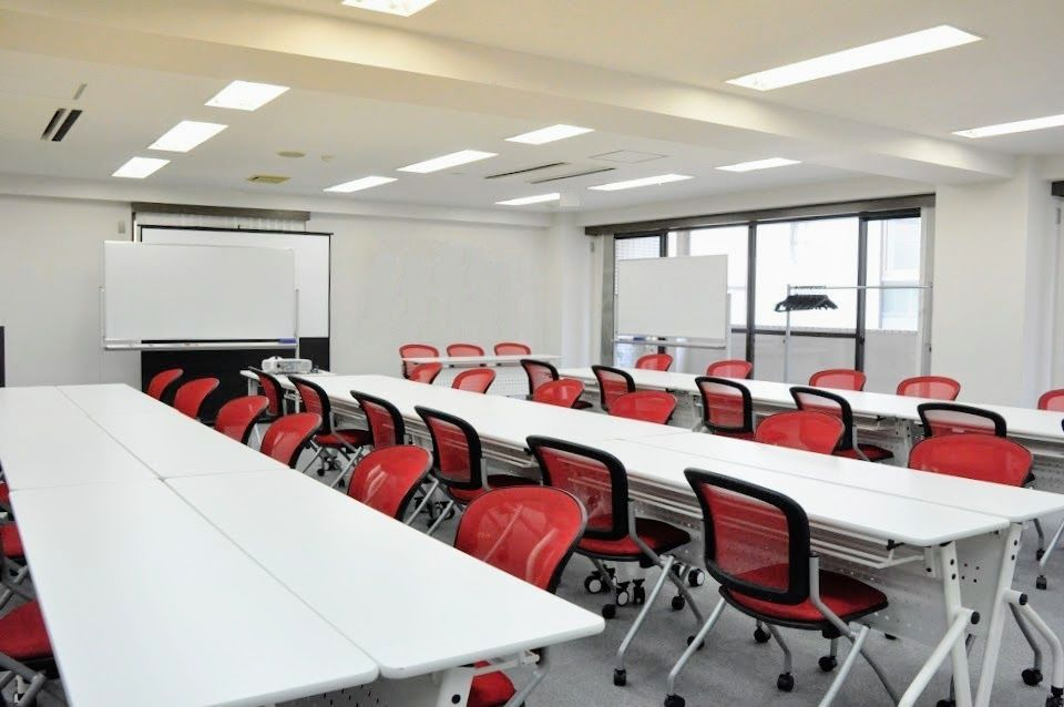 【五反田】駅から徒歩2分!明るくポップな会議室