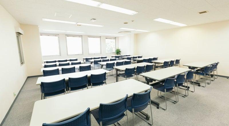 【高崎駅東口徒歩2分】研修・セミナー・教室におすすめの大規模スペースRoom3A FreeWi-Fi、フリードリンクあり。
