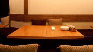 2名様~15名様までご利用いただけるテーブル席。