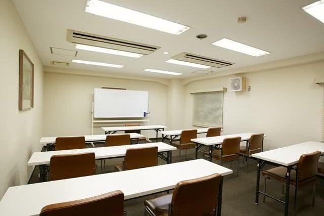 約24名収容可能な小会議室【306会議室】 の写真