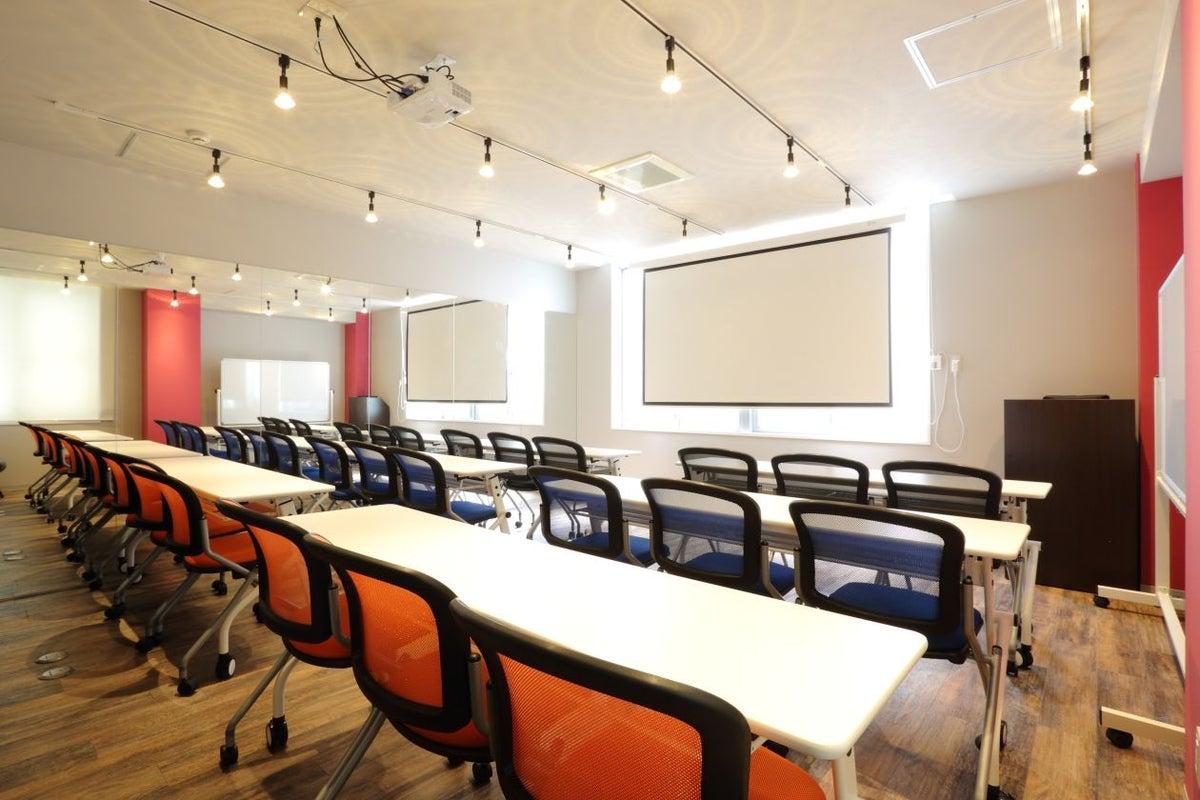 セミナールーム&ミラー付スタジオ 会議・セミナー・ヨガ・ウォーキングに最適! の写真