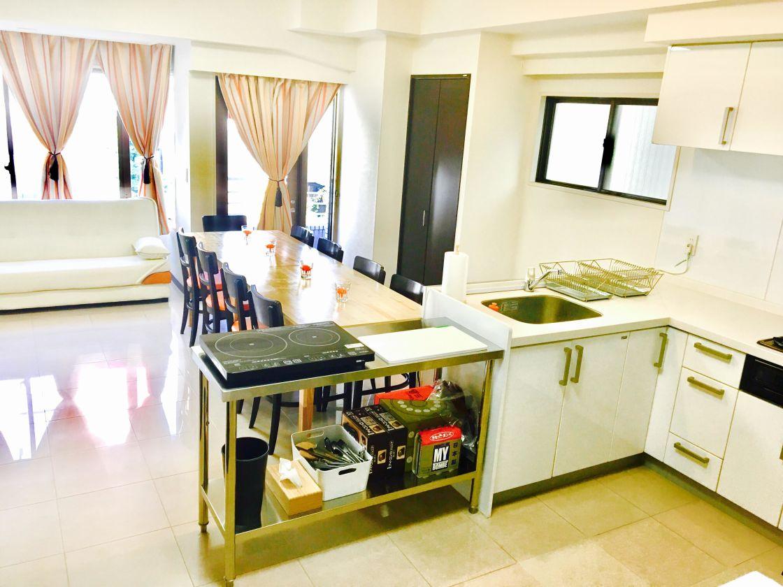 お料理教室やお花教室がしやすい、便利でキレイなキッチン付レンタルスペースです。