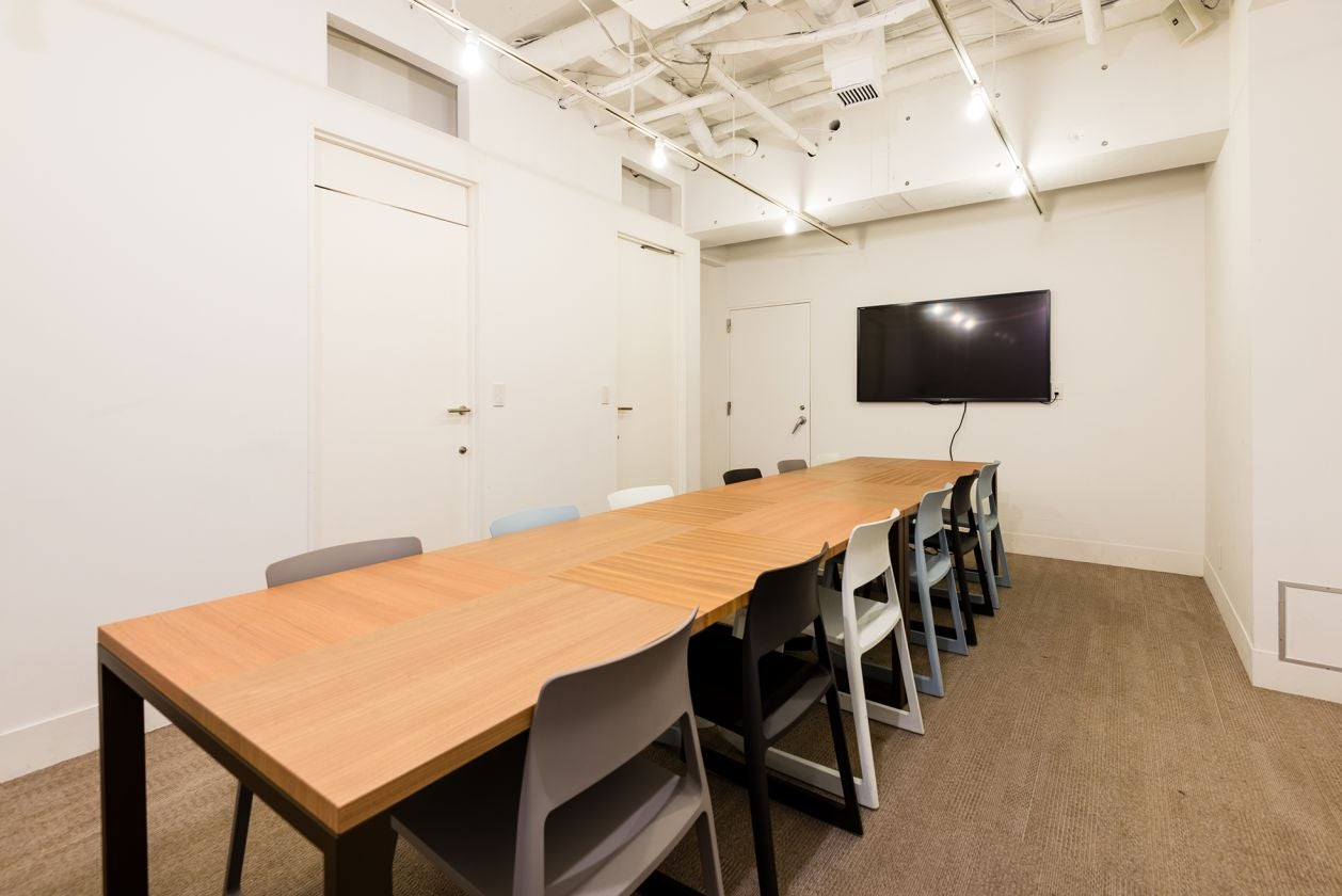 【東銀座駅から徒歩6分】地下1階・会議室・TVモニター/ホワイトボード完備 会議やセミナーなど多様なシーンでのご利用をどうぞ