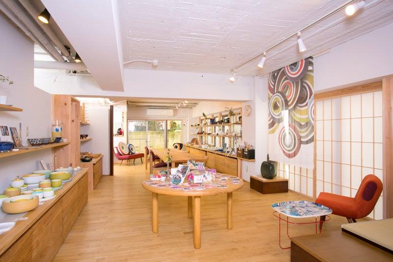 展示会利用時のイメージ。中央のテーブルは展示台としても利用可能です。