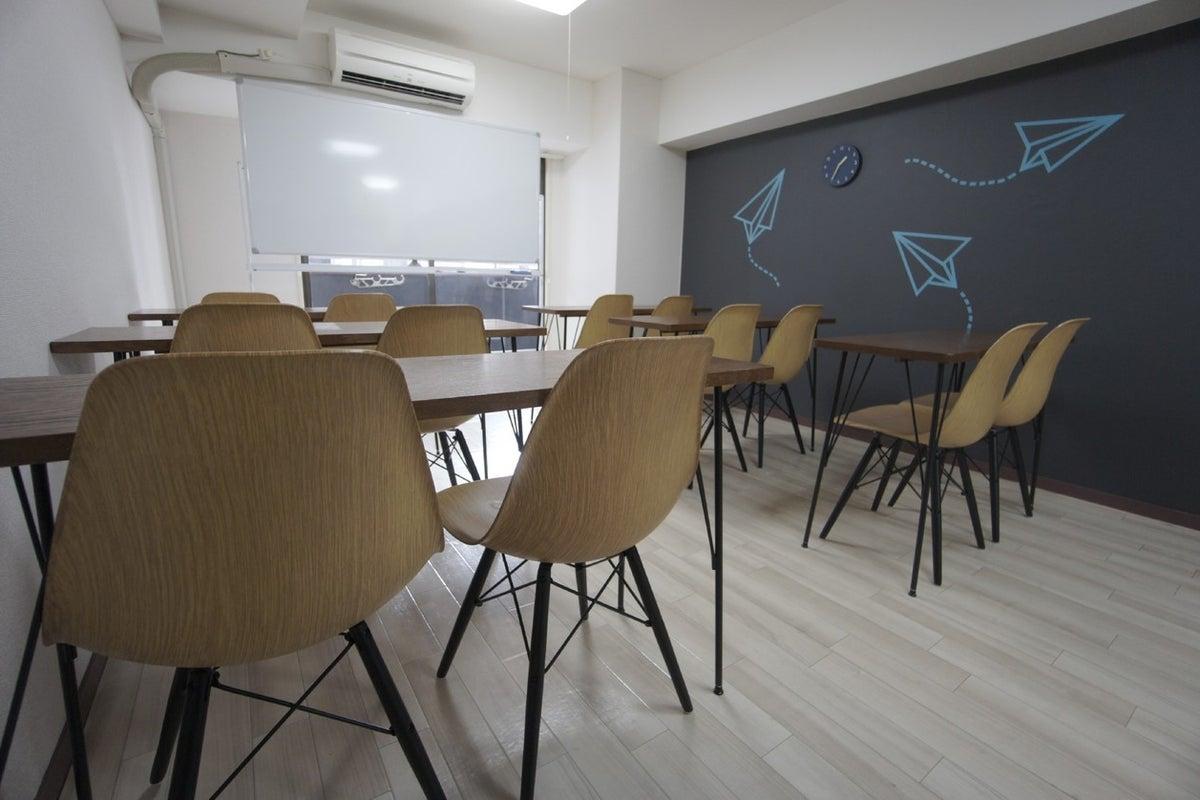 <ヒコーキ会議室>【渋谷徒歩3分】WIFI/プロジェクター無料!ゆったり12名収容/完全個室 の写真