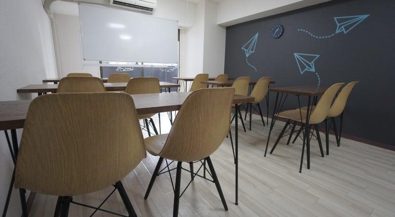 <ヒコーキ会議室>【渋谷徒歩3分】WIFI/プロジェクター無料!ゆったり12名収容/完全個室