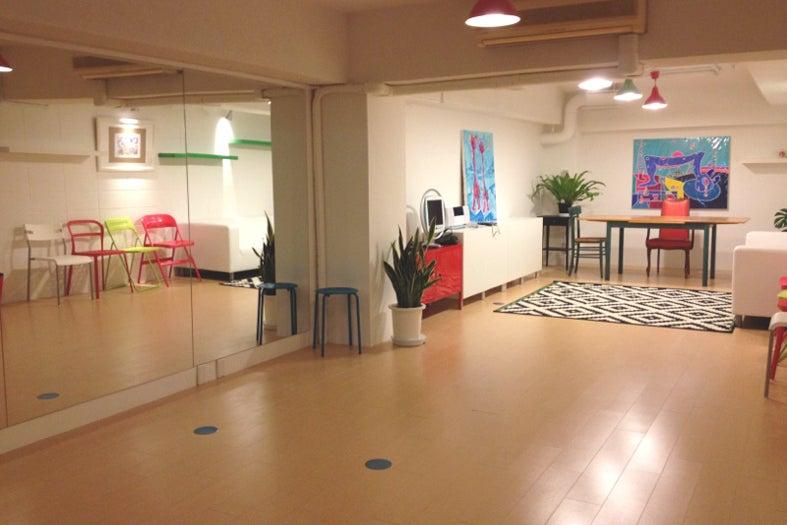 隠れ家的なアートセンス漂う心地よいスペースを提供しています! の写真