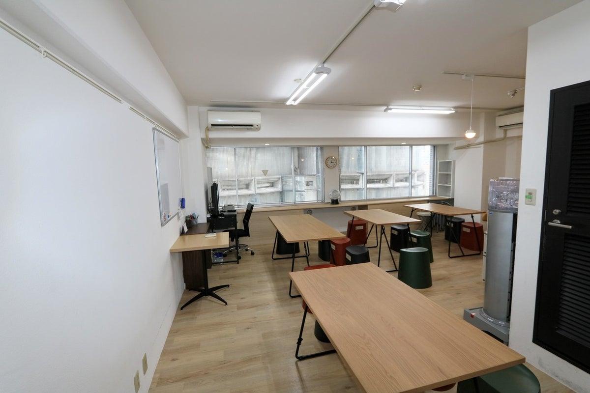会議専用レンタルルーム902!!ビル内にスタッフはほぼ常駐しており、毎回清掃行っています。 の写真