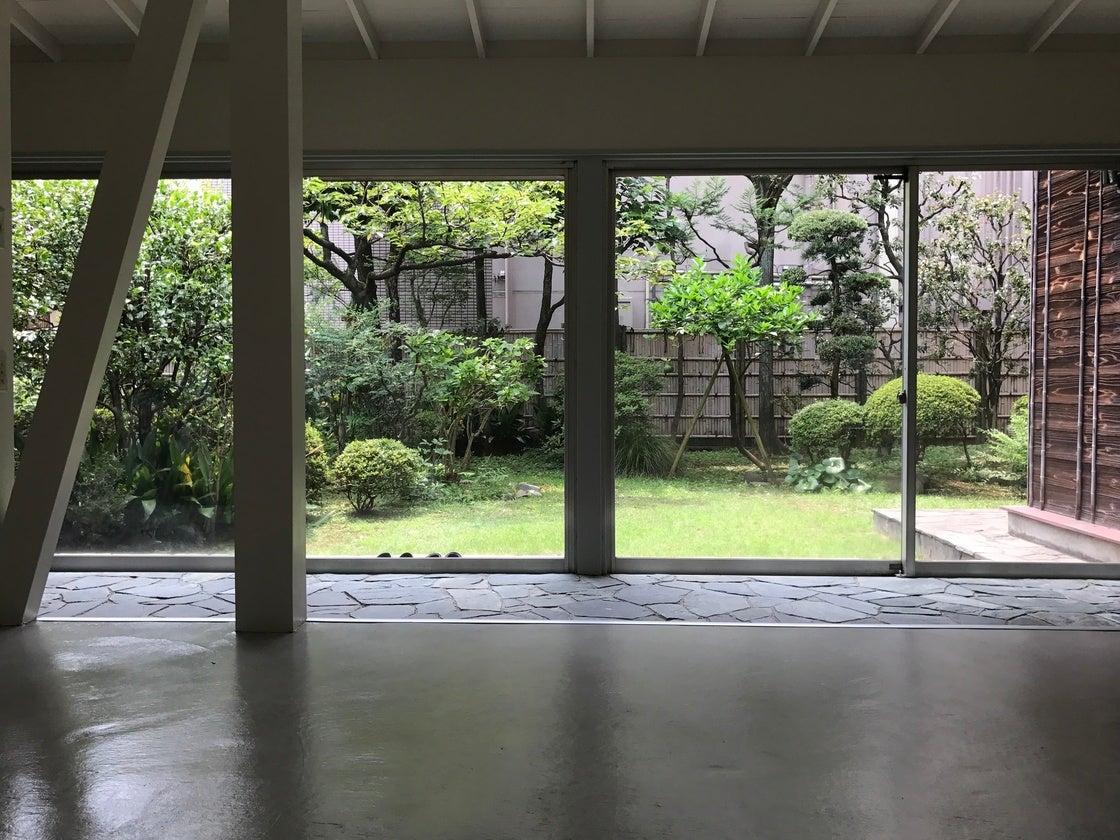 代官山駅徒歩1分 アパレル・ジュエリー等の展示会、庭の風情を生かしたロケ利用、コスプレ撮影などにオススメの貸しスペースです(代官山 庭のあるギャラリー) の写真0