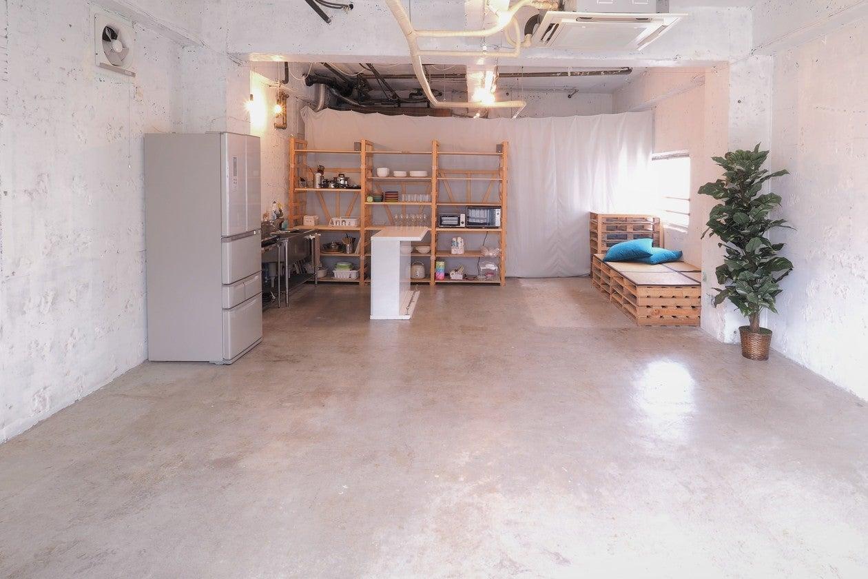 【亀有駅2分/広々50㎡】キッチン付き♪周りを気にせず楽しめるレンタルスペース 「カメアリ座」 のサムネイル