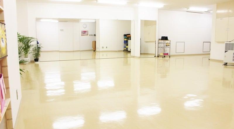 【牛久駅】レンタルダンススタジオ(鏡張り6m、50畳)、窓あり、感染予防徹底、駅前、駐車場/エステサロンスペースあり可能