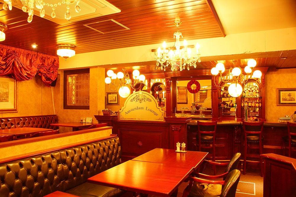 シャンデリア輝く異人館インテリアのカフェ。着席60名、立席100名様まで。(ブライン・カフェ) の写真0