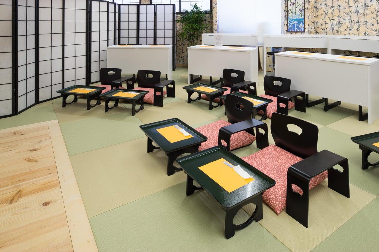座席は、座椅子席・椅子席共にございます。お好きなようにレイアウトは変更可能です。