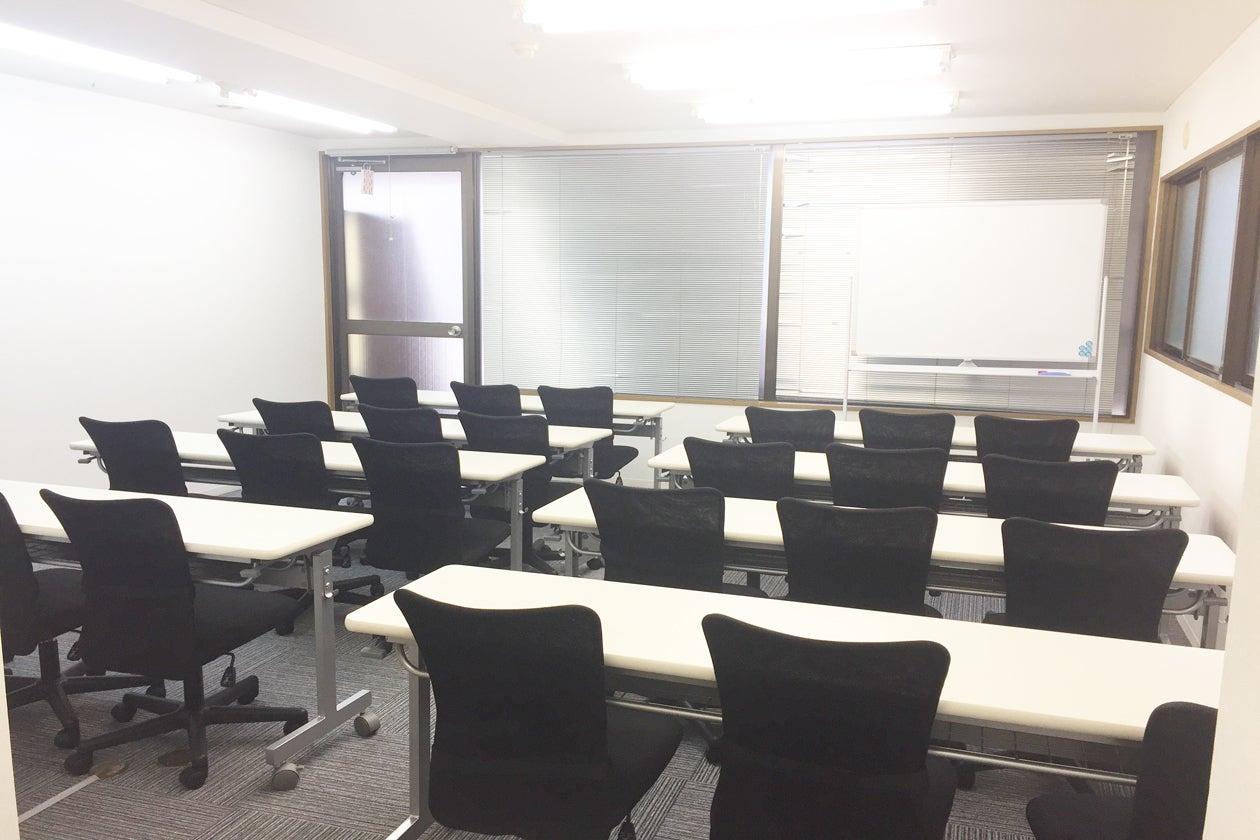 新宿駅から徒歩3分駅近中規模会議室 32人まで セミナー 会議 オフ会など最適なスペースです