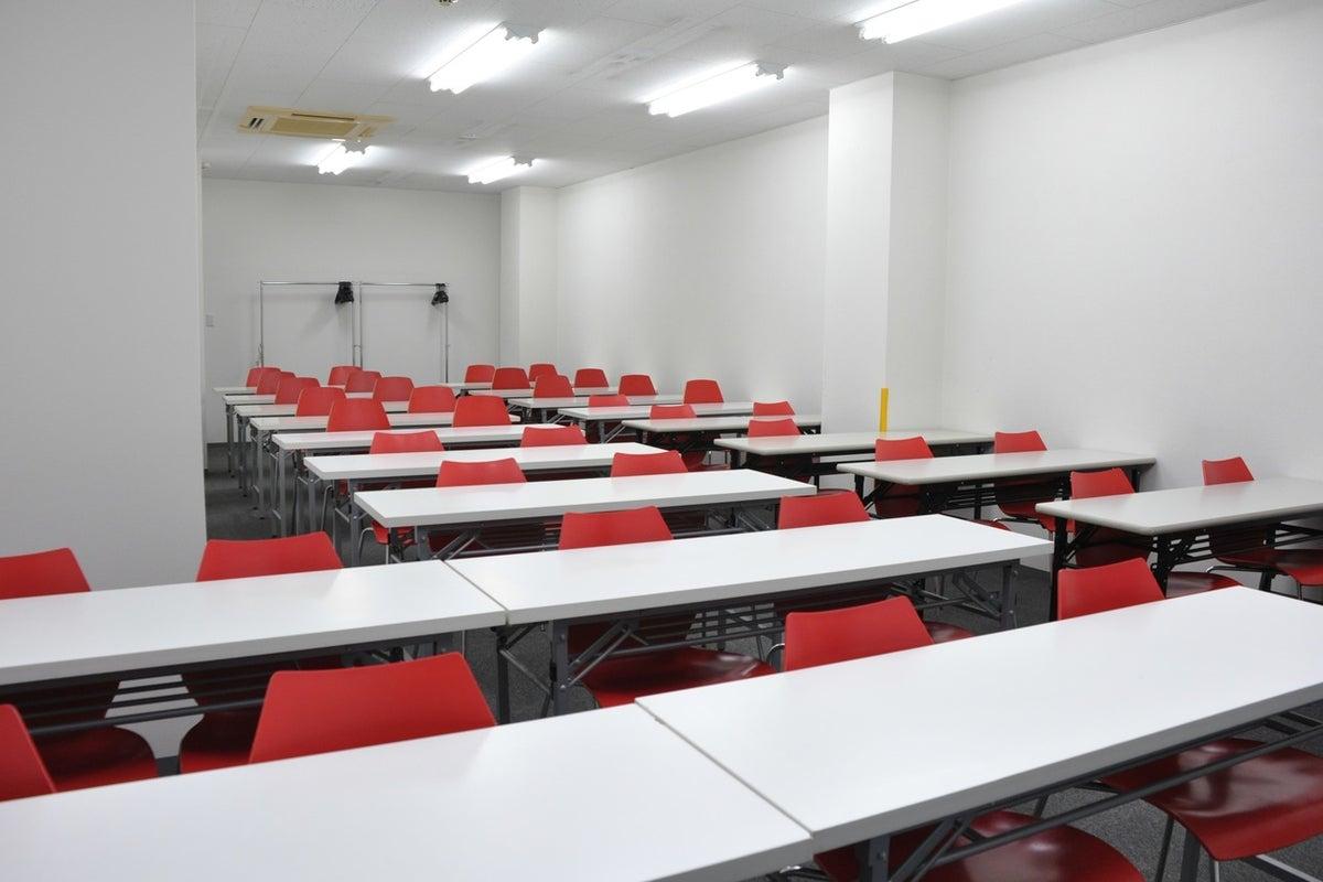 【大宮】広々ゆったり使えます!セミナーや研修におすすめの大会議室(41名) の写真