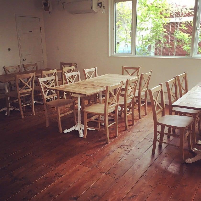 駅から徒歩2分*白を基調としたフランス風一軒家カフェ*キッチン利用可*贅沢な1人がけソファカウンター*パーティ・撮影会・レッスン のサムネイル