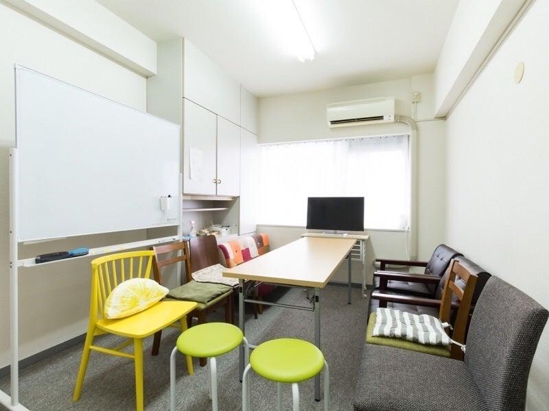 カフェ風にくつろいでのご利用や、ビジネスの会議室としてのご利用などご使用方法は様々です。