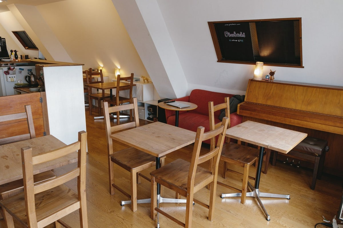 吉祥寺駅 徒歩3分 素足であがれる WIFI完備&キッチン&バルコニー付きのカフェスペース/ 勉強会・パーティ・販売会に最適 の写真