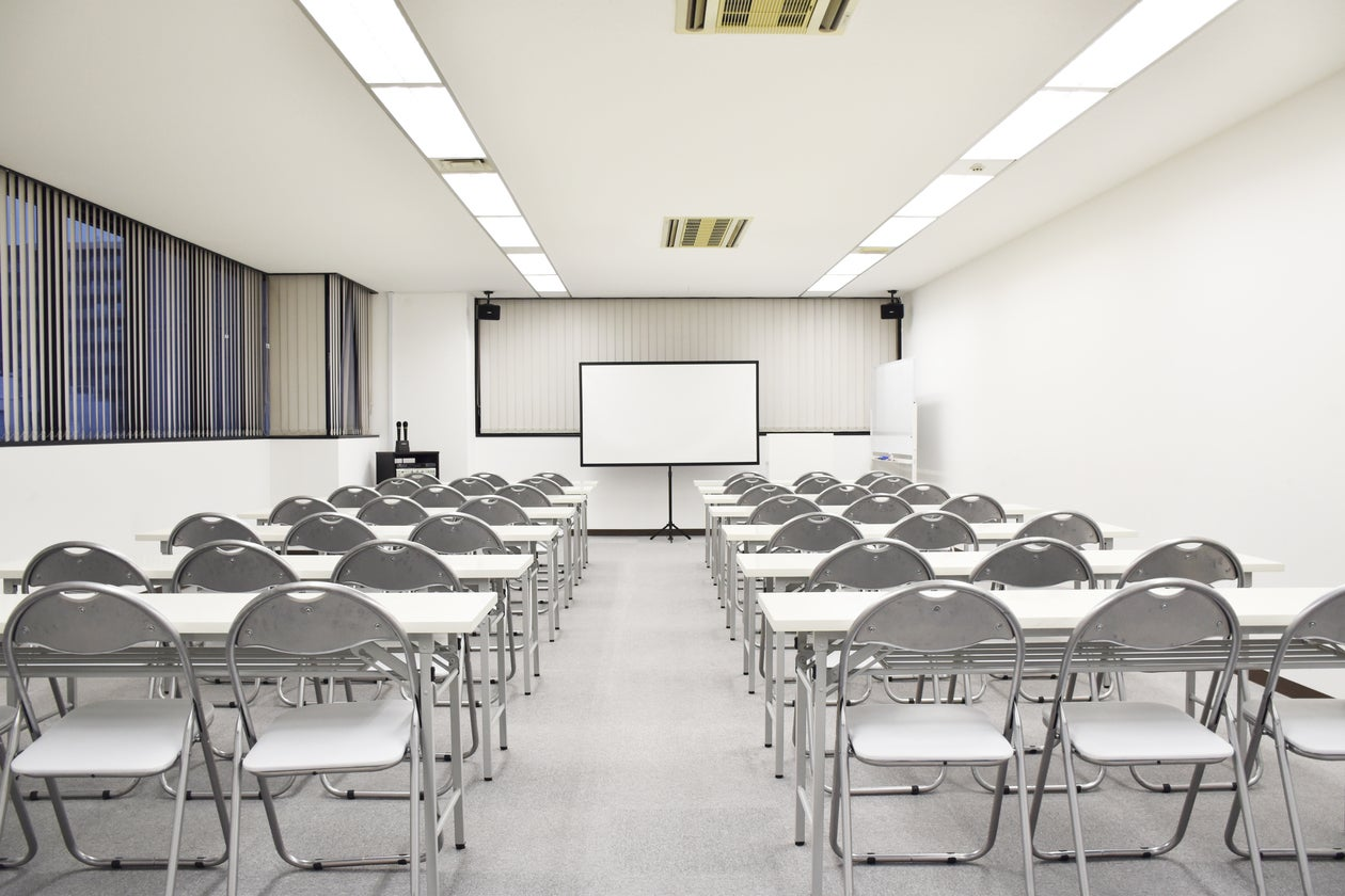 【深夜可】大阪中央区の中型貸し会議室 のサムネイル