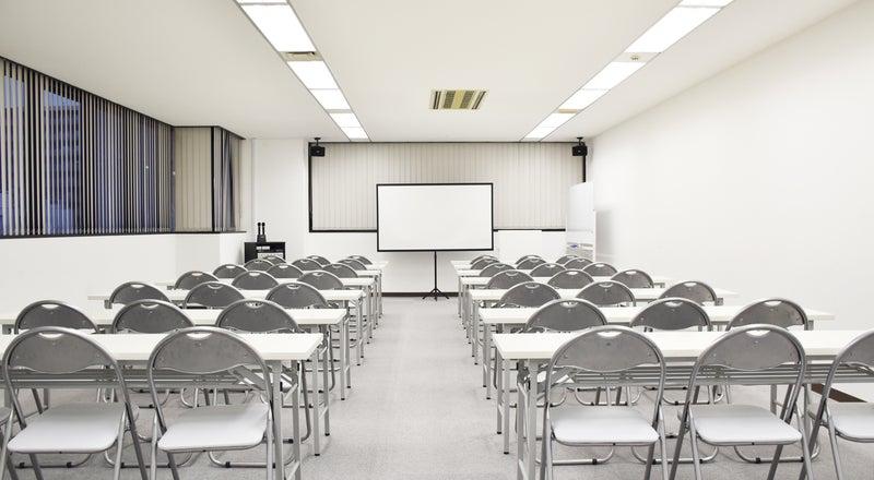 【深夜可】大阪中央区の中型貸し会議室